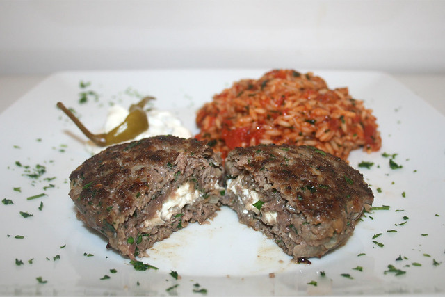Bifteki mit Tomatenreis – das Rezept