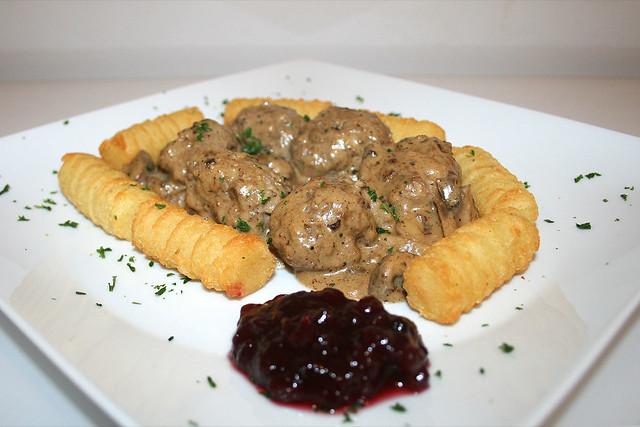 Köttbullar – Schwedische Hackbällchen in Pilz-Sahnesauce – das Rezept