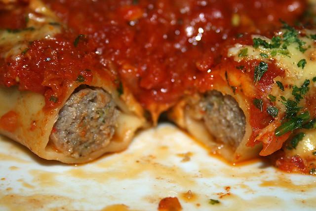 Cannelloni di salsiccia arrosto in Tomaten-Curry-Sauce – das Rezept