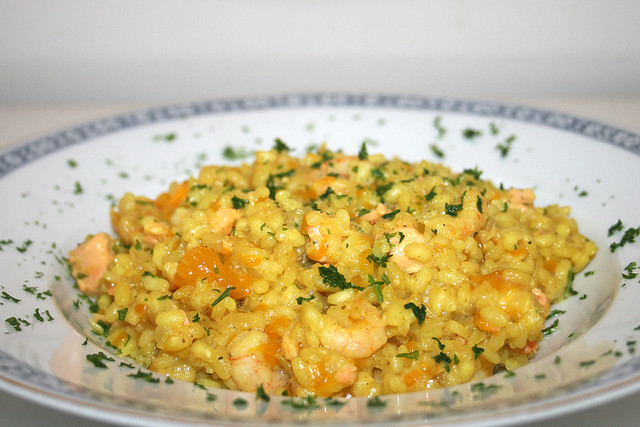 Curry-Kokosmilch-Risotto mit Mandarinen, Lachs & Shrimps – das Rezept