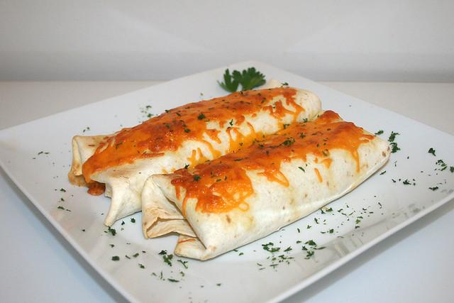 Mexikanisch Burrito mit Geflügel-Tomatenreis-Füllung – das Rezept