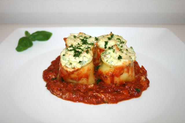 Lasagne-Röllchen mit Ricotta-Rucola-Schinkenfüllung – das Rezept