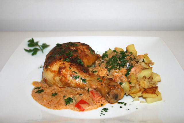 Hähnchen-Paprikasch mit Röstkartoffeln – das Rezept
