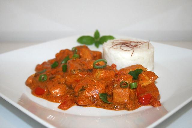 Kardamom-Hühnchen in Joghurt-Sauce – das Rezept