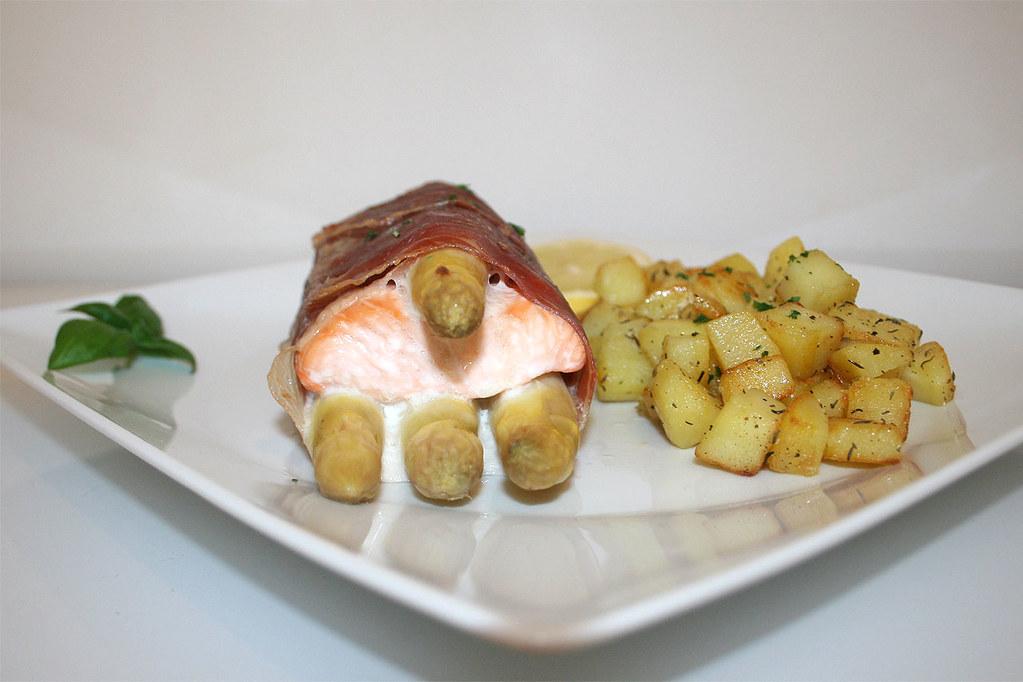 Lachs-Spargel-Saltimbocca mit Honigkartoffeln- das Rezept