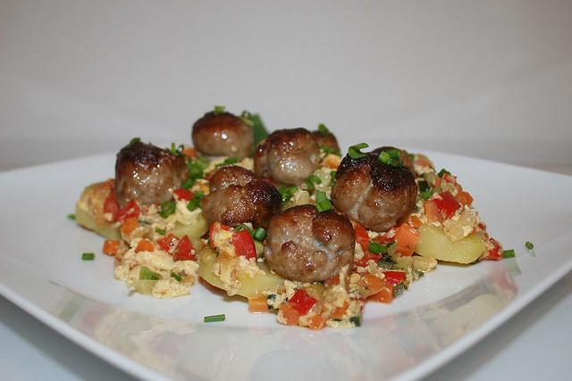 Kartoffel-Bratwurst-Auflauf – das Rezept