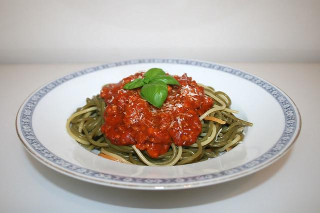 Spaghetti mit Hackfleisch-Kräuter-Tomatensauce – das Rezept