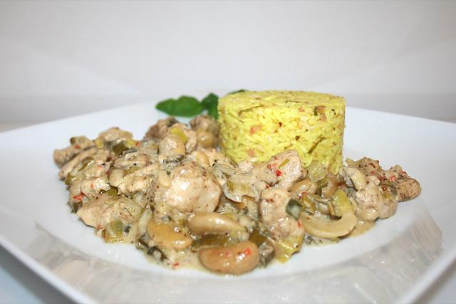 Cremiges Kaschmir-Hähnchencurry mit Limetten-Kokos-Reis – das Rezept