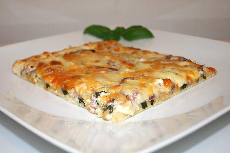 Bärlauch-Schinken-Pizza – das Rezept