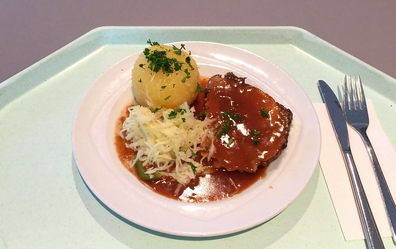 Schweinebraten mit Dunkelbiersauce, Kartoffelknödel & Krautsalat [28.04.2015]