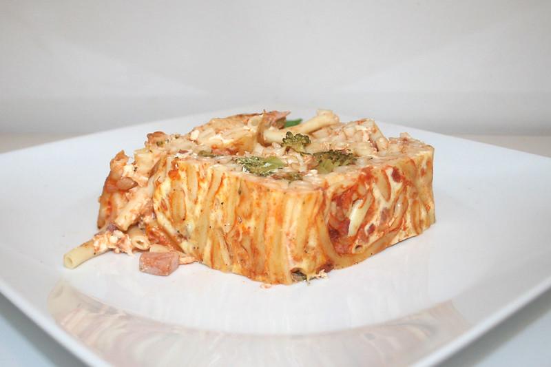 Makkaroni-Kuchen mit Broccoli & Schinken – das Rezept