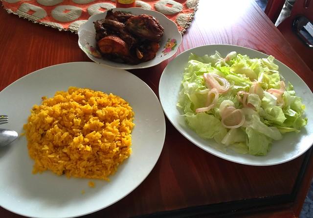 Pollo frito, arroz y ensalada [04.06.2016]
