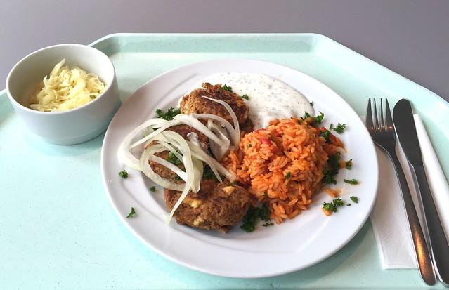 Bifteki mit frischen Zwiebeln & Djuvecreis [06.07.2016]