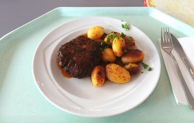 Fleischpflanzerl mit Bratensauce & Röstkartoffeln [18.07.2016]