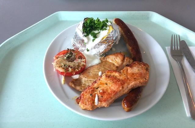 Grillteller mit mariniertem Schweine- & Putensteak, Bratwurst, Grilltomate & Ofenkartoffel [03.08.2016]