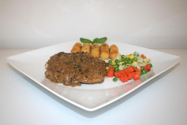 Zwiebel-Sahne-Schnitzel mit Balsamico – das Rezept