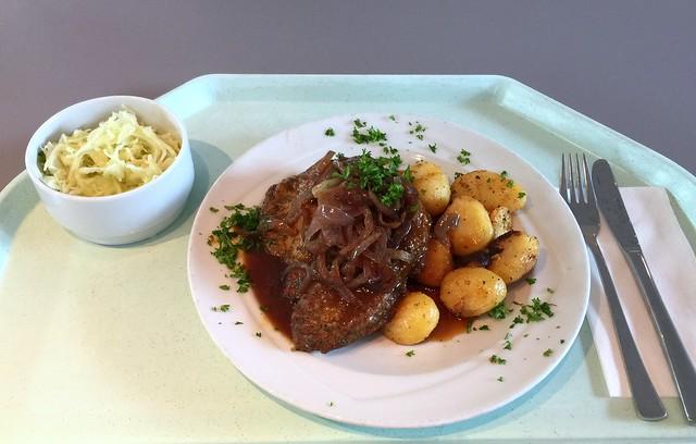 Gebratenes Holzfällersteak mit geschmorten Zwiebeln, Rotweinjus & Röstkartoffeln [30.08.2016]