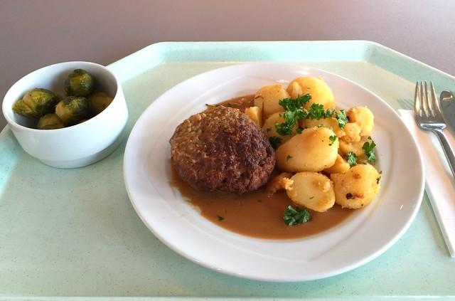 Fleischpflanzerl mit Pfefferrahmsauce & Röstkartoffeln [12.09.2016]