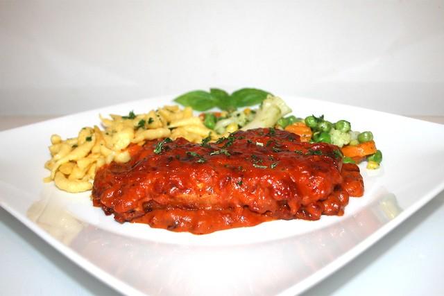 Tomatenrahmschnitzel aus dem Ofen mit Buttergemüse & Spätzle – das Rezept