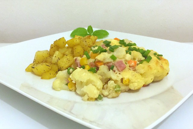 Gratinierter Blumenkohl mit Thymian-Honigkartoffeln – das Rezept