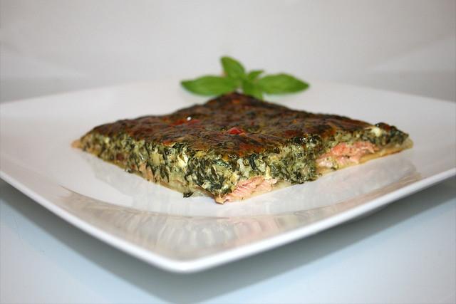 Rahmspinat-Quark-Quiche mit Räucherlachs & Feta – das Rezept