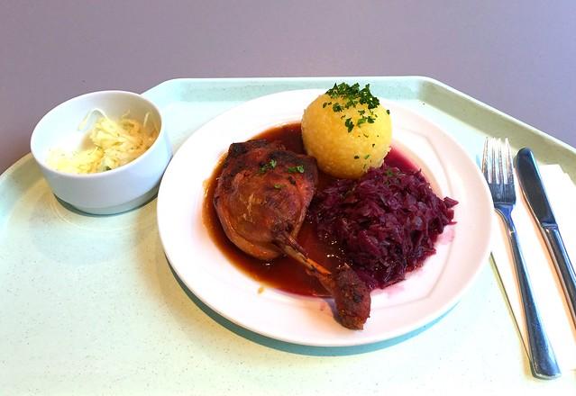 Geschmorte Entenkeule mit Blaukraut & Kartoffelknödel [24.01.2017]