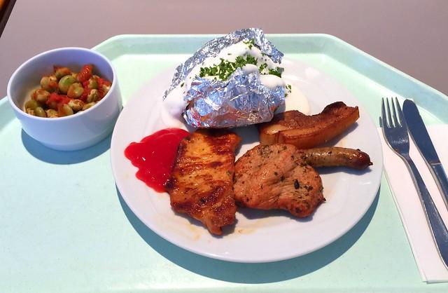 Grillteller mit mariniertem Schweine- und Putensteak, Würstchen & Wammerl, dazu Ofenkartoffel & Quarkdip [25.01.2017]