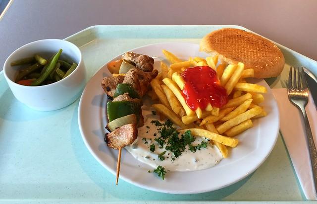 Souvlaki – Fleischspieß vom Schwein mit Zwiebeln, Paprika, Tzatziki, Pita & Pommes Frites [07.02.2017]
