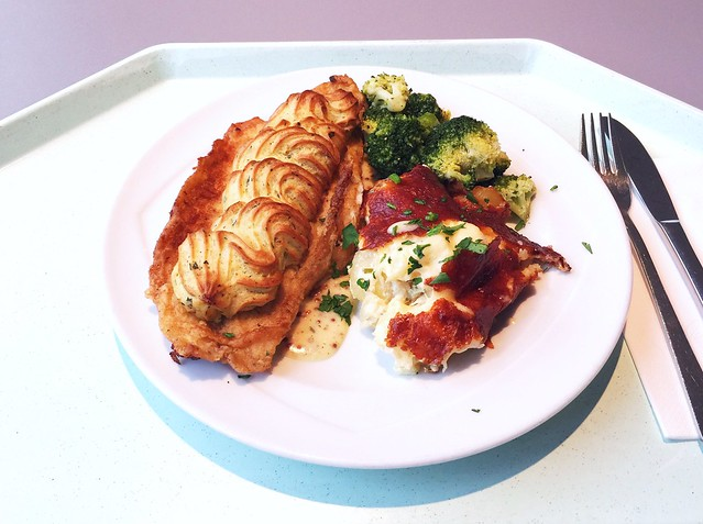 Baramundifilet mit Kräuterkruste an pikanter Dijon-Senfsauce, dazu Broccoli & Kartoffelstrudel [28.02.2017]
