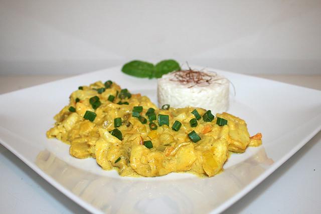 Cremiges Fisch-Früchtecurry mit Lauch, Ananas & Kokosmilch – das Rezept
