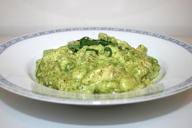Gnocchi mit Putenstreifen in Bärlauch-Ziegenfrischkäse-Sauce – das Kurzrezept