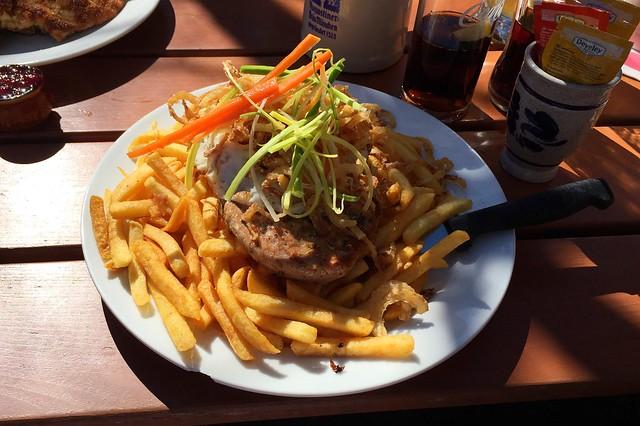 Holzfällersteak mit Kräuterbutter, Spiegelei & Pommes Frites [27.03.2017]