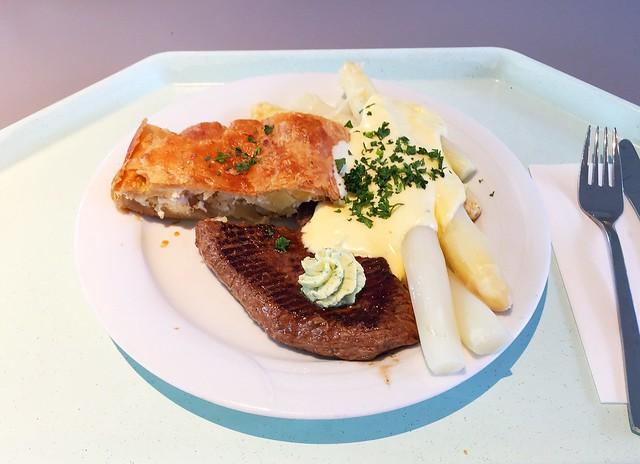 Rinderhüftsteak mit Kräuterbutter, frischem Spargel & Kartoffelstrudel [16.05.2017]