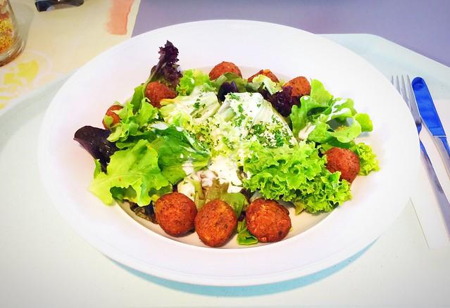 Salatteller mit Falafelbällchen & Joghurtdressing [14.06.2017]