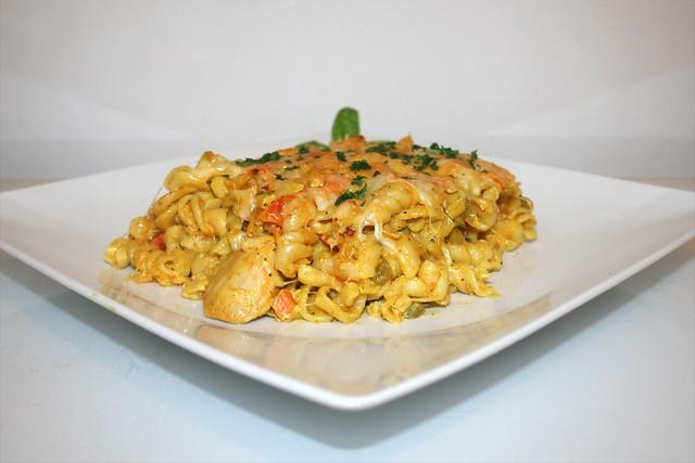 Curry-Rahmnudeln mit Hähnchen in Joghurtmarinade – das Rezept