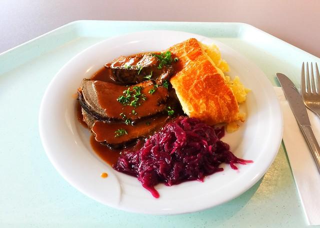Bayrischer Hirschsauerbraten mit hausgemachtem Kartoffelstrudel & Apfel-Blaukraut [27.09.2017]