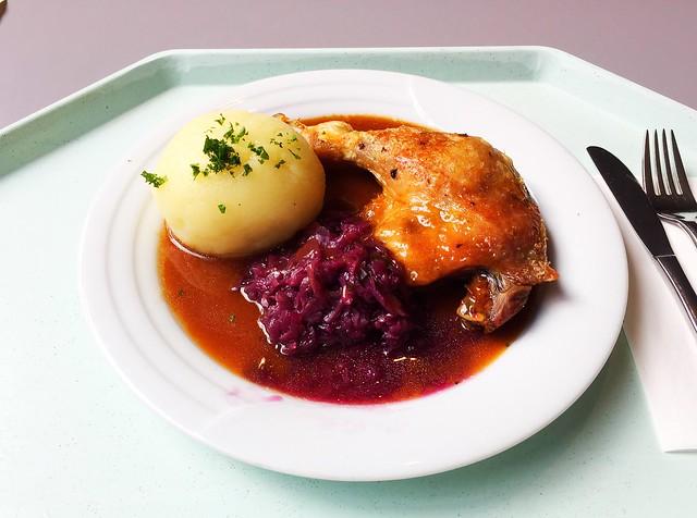 Geschmorte Entenkeule mit Kartoffelknödel & Blaukraut [25.10.2017]