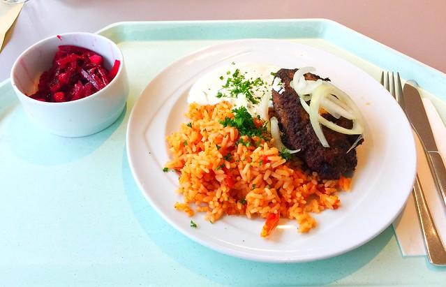 Bifteki mit frischen Zwiebeln, Tzatziki & Djuvecreis [07.11.2017]