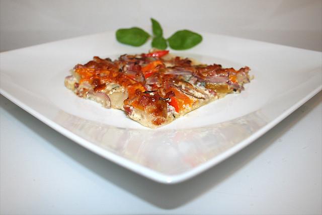 Kürbis-Flammkuchen mit Birne & Gorgonzola – das Rezept