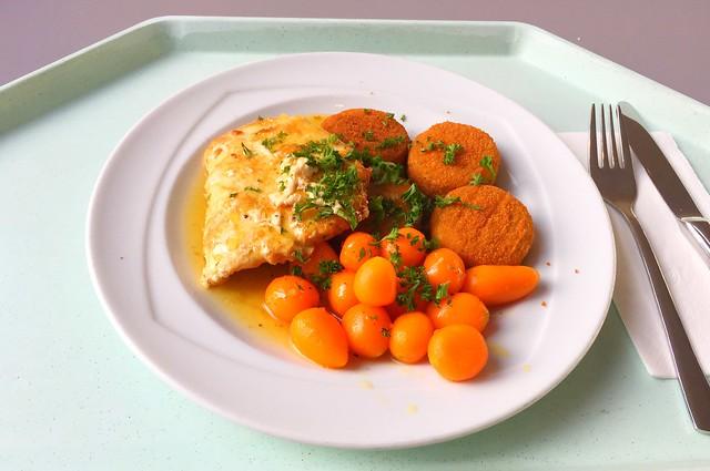 Putenschnitzel in Honig-Pfeffersauce mit Pariser Karotten & Kartoffelplätzchen [24.11.2017]