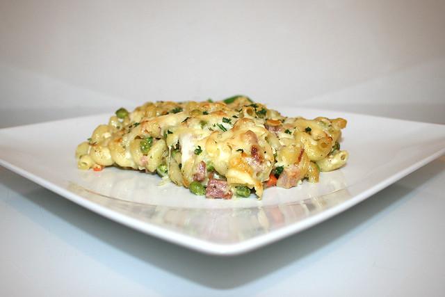 Blitz-Nudelauflauf mit Käse, Fleisch und Gemüse – das Rezept