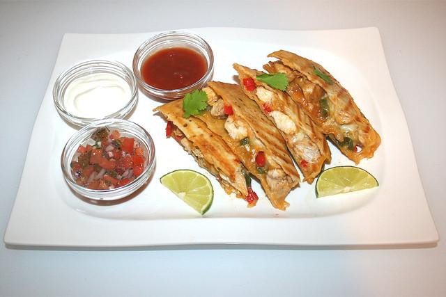Chicken Fajita Quesadilla & Mexican Tomato Salsa – das Rezept