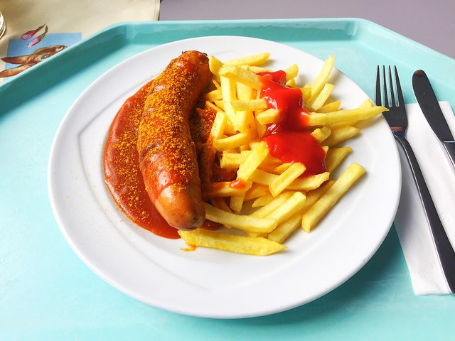 Rote Currywurst mit Pommes Frites [21.03.2018]