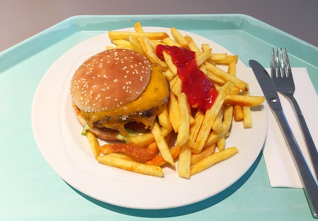 Cheeseburger mit Pommes Frites [26.04.2018]