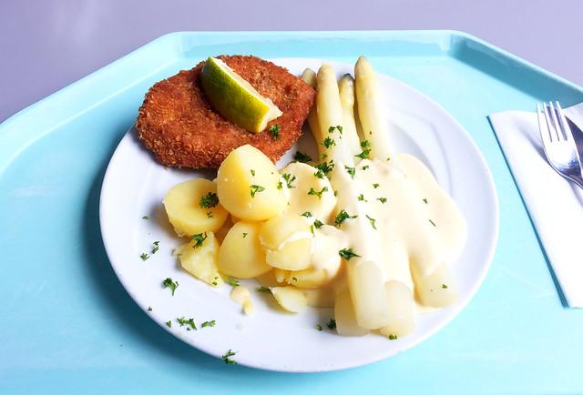 Frischer Spargel mit Schweineschnitzel, Hollandaise & Kartoffeln [16.05.2018]