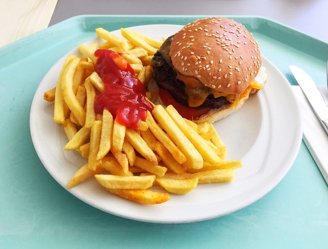 Cheeseburger mit Pommes Frites [07.06.2018]