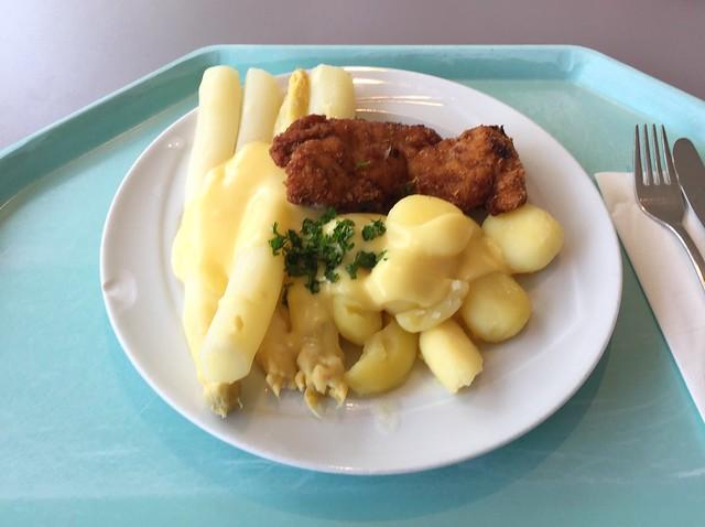 Frischer Spargel mit Sauce Hollandaise, Kartoffeln & kleinem Putenschnitzel [11.06.2018]