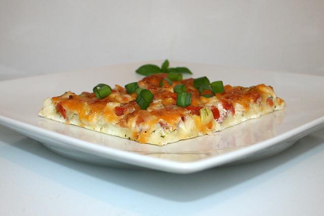 Hähnchen-Knoblauch-Pizza mit Ranch Dressing – das Rezept