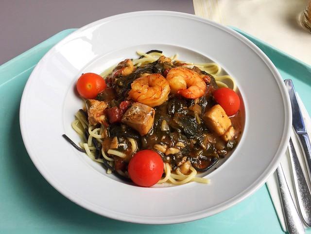 Bondi Beach Seafood Pasta – Linguine mit Garnelen, Barramundi & Sepien mit Spinat, Kirschtomaten & Macadamiapesto [28.06.2018]