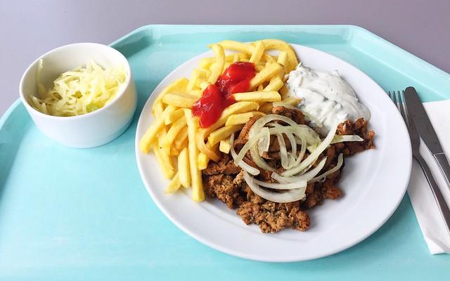 Gyros mit frischen Zwiebeln, Tzatziki, Pommes Frites & Krautsalat [16.07.2018]